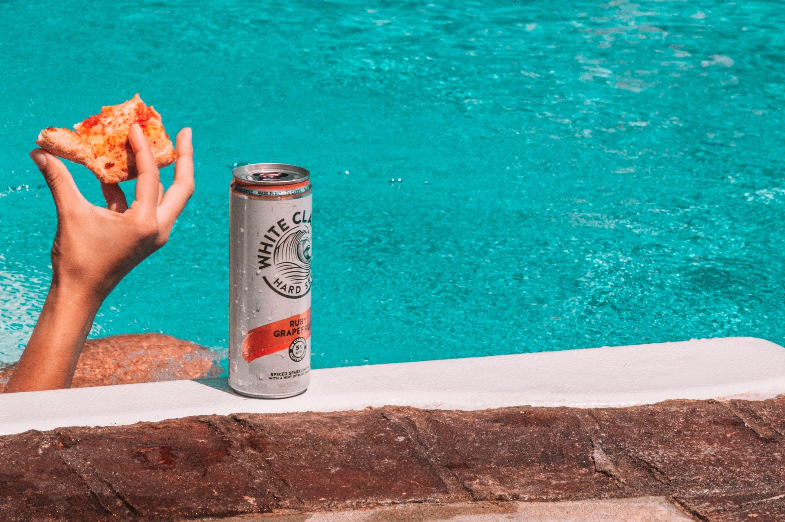 Eau gazeuse alcoolisée hard seltzer : elle casse les codes