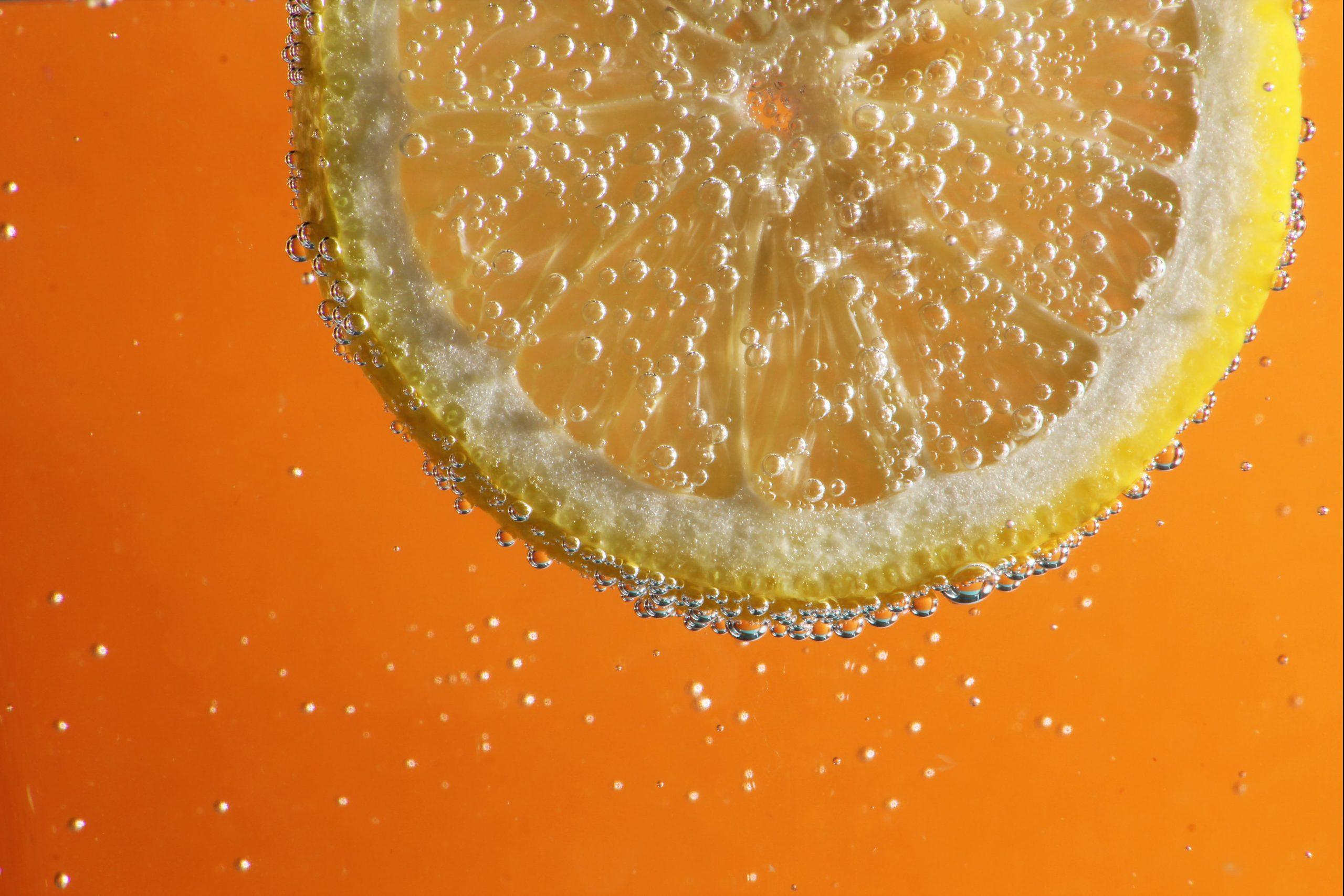 Eau gazeuse alcoolisée orange