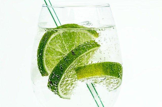 Hard seltzer eau pétillante citron vert